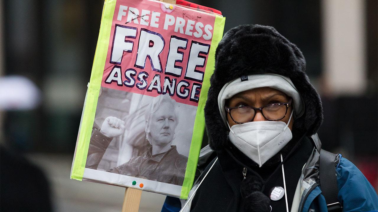 Reino Unido rechaza la extradición de Assange a EU por motivos de salud