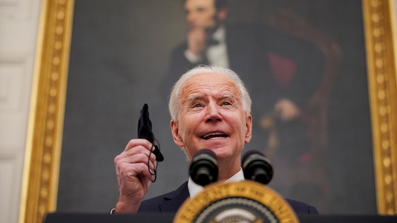 Biden promete vacunar a todos los adultos de EU a finales de mayo