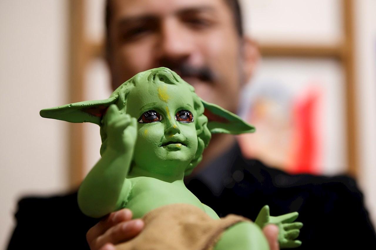 El Niño Dios Baby Yoda, irreverente y blasfemo, obra de un artista mexicano