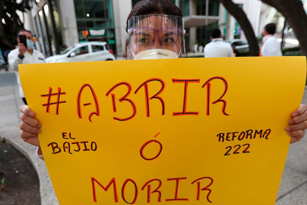 "Restaurantes de Ciudad de México ""suplican"" reabrir a pesar de pandemia"