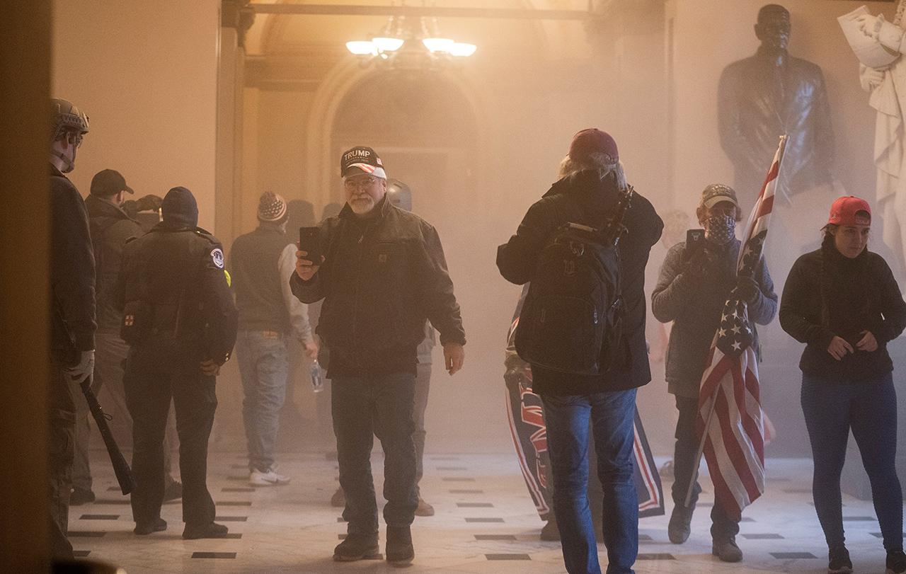 Se aplicará todo el peso de la ley por ataque a Capitolio: Mike Pence