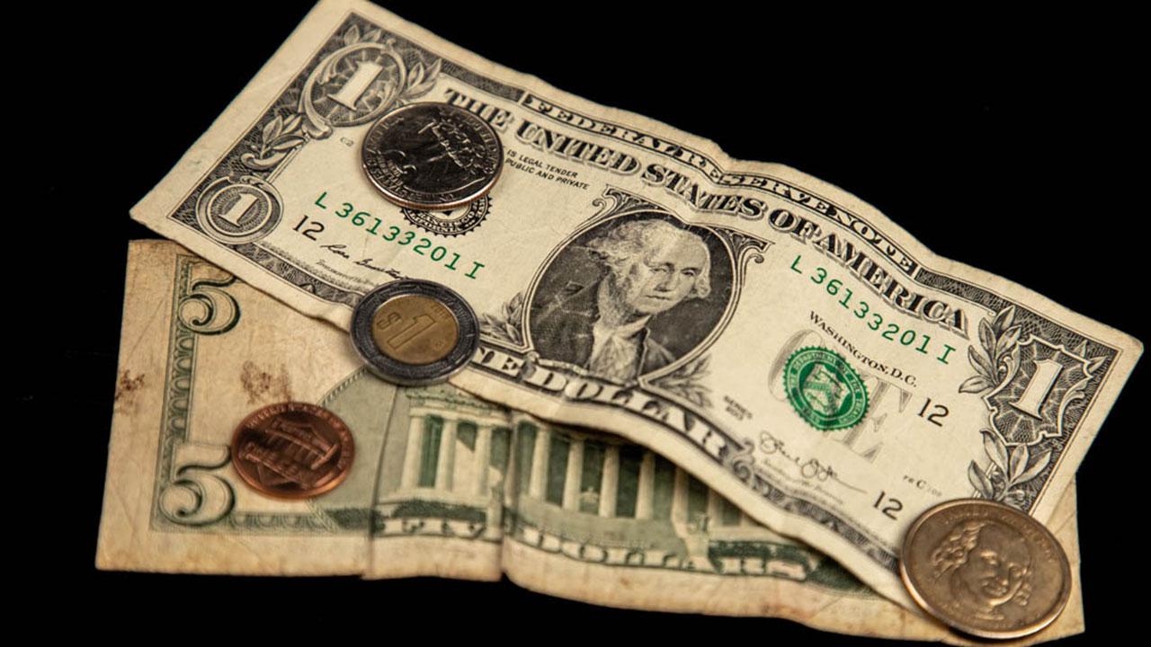 Peso pierde por tercer día previo a reunión de la Reserva Federal; BMV cae