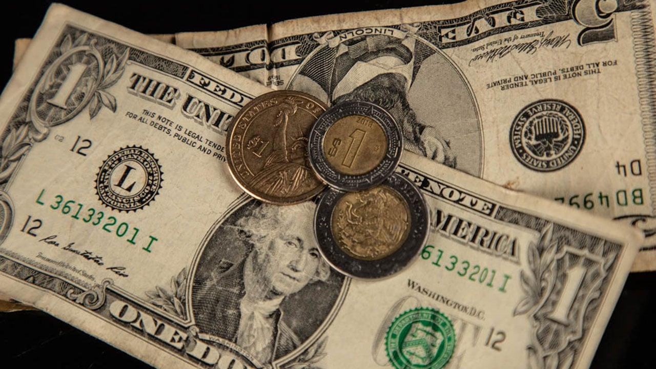 Peso y BMV caen por temores a repunte de inflación en EU; ganan en la semana