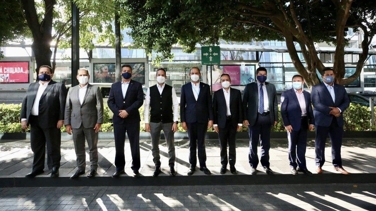Pfizer y AstraZeneca podrán abastecer vacunas hasta diciembre o 2022: Goan
