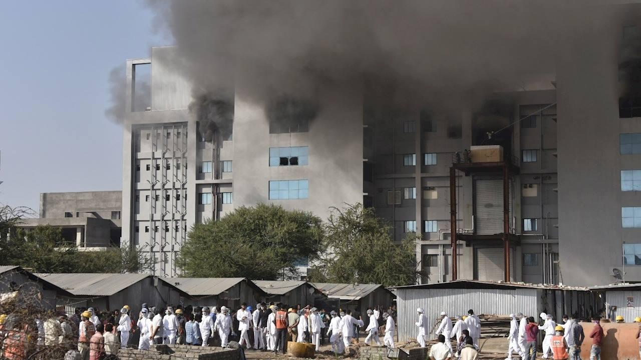 Incendio en la principal fábrica de vacunas de India deja al menos 5 muertos
