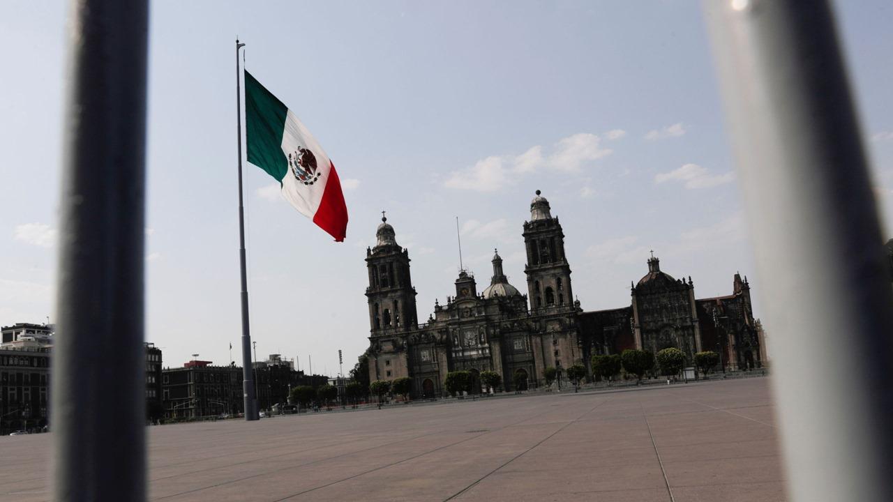 Fitch ratifica la calificación soberana de México, prevé crecimiento de 5% en 2021