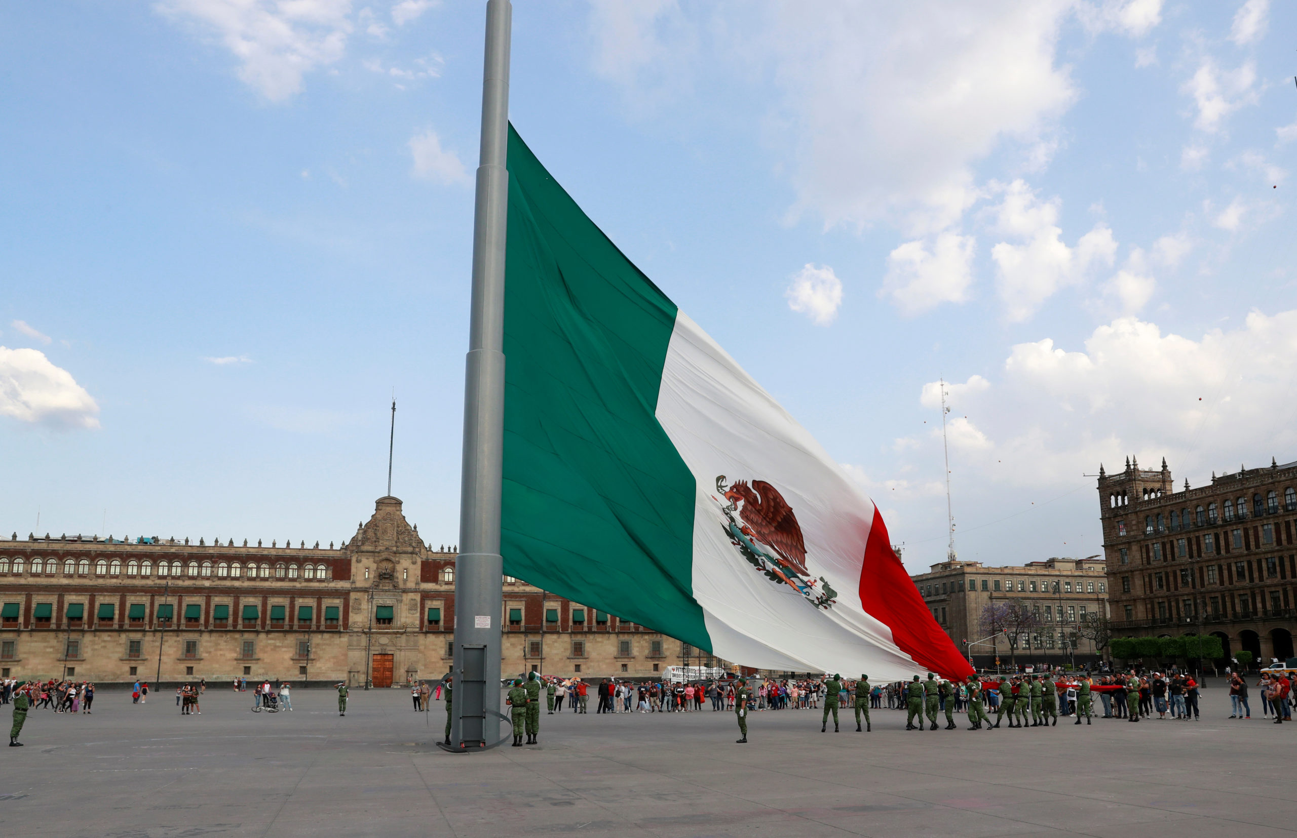 FMI mejora previsión de crecimiento de México a 4.3% para 2021