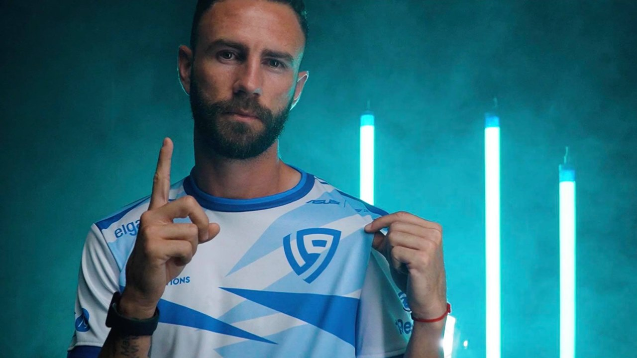 Miguel Layún anuncia la expansión de su equipo de eSports en Europa