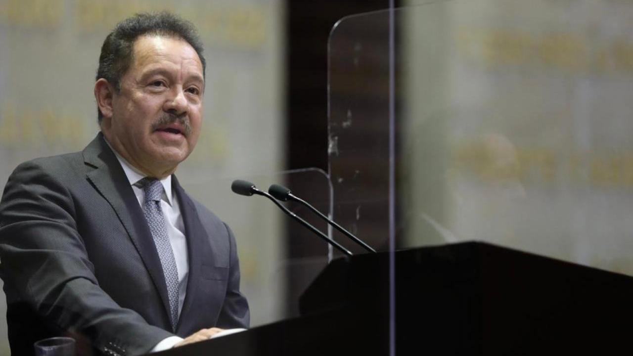 Líder de Morena rechaza vacunar anticipadamente a diputados