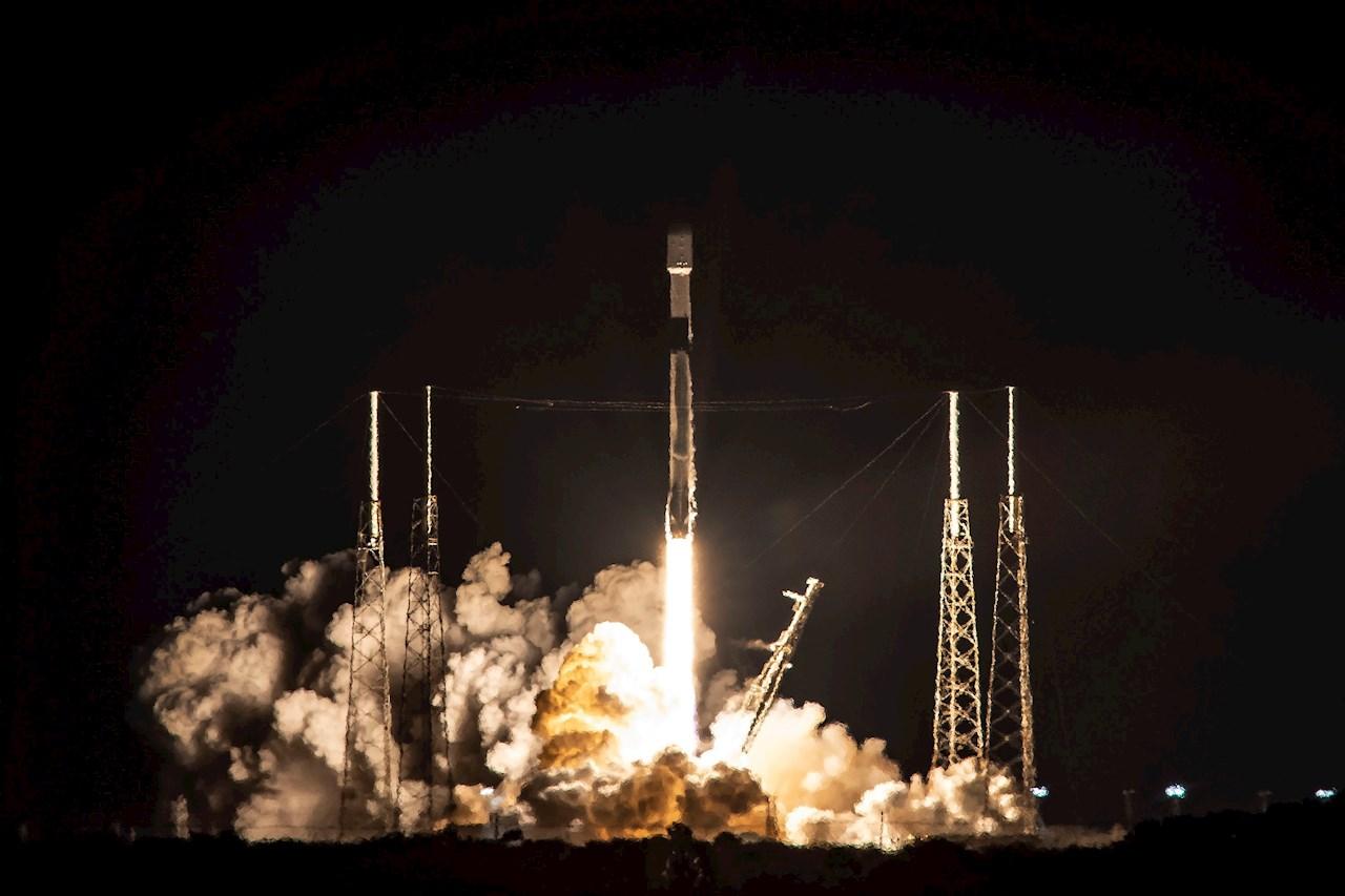 SpaceX lanzará 60 satélites para red Starlink tras retraso por clima