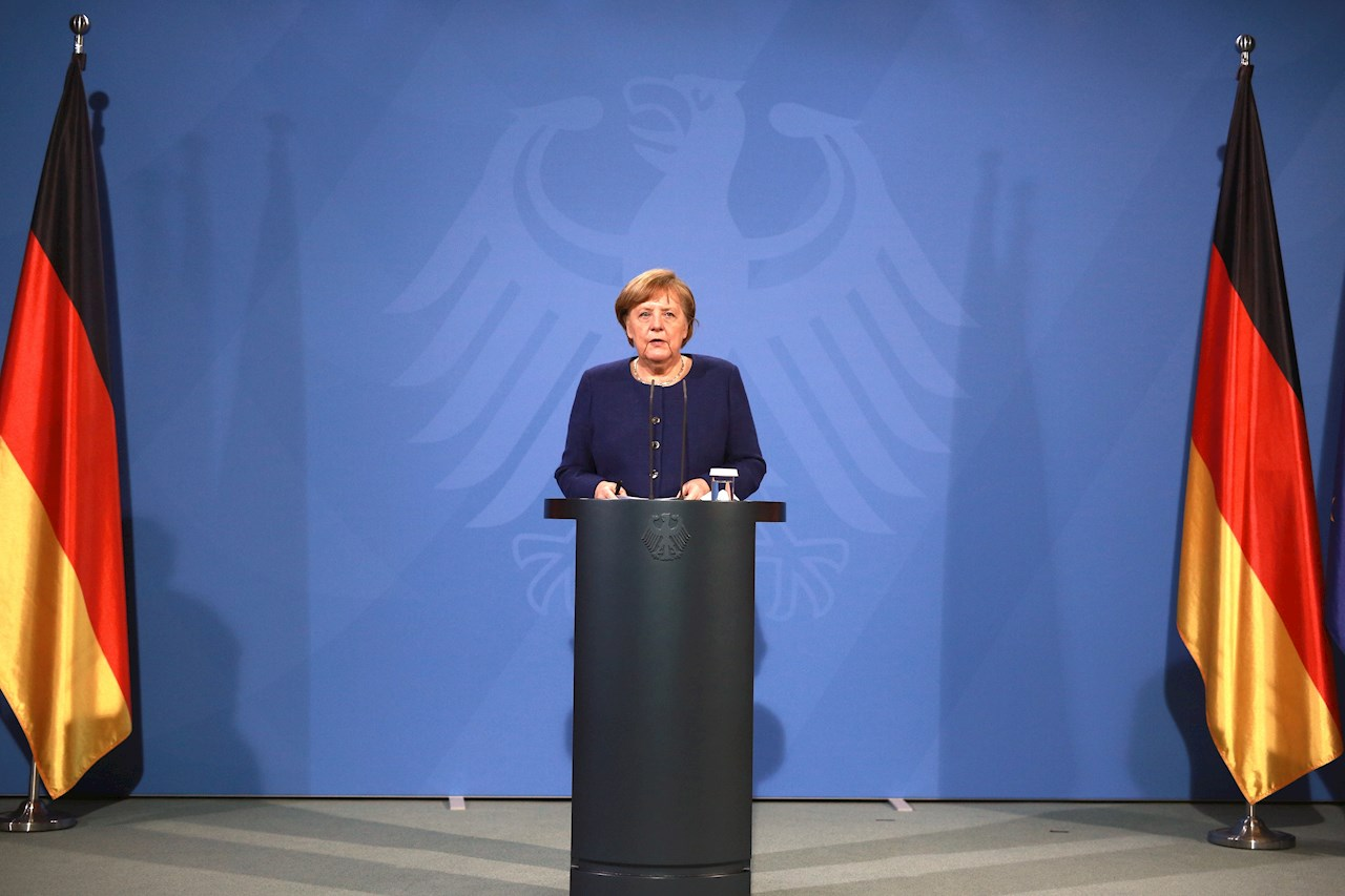 Variantes  de Covid-19 forzarán vacunación anual: Merkel