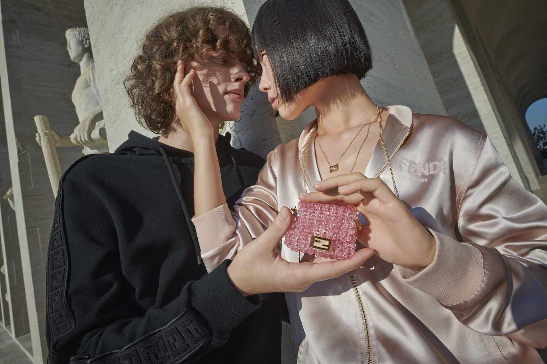 Bolsos y accesorios encantadores para enamoradas