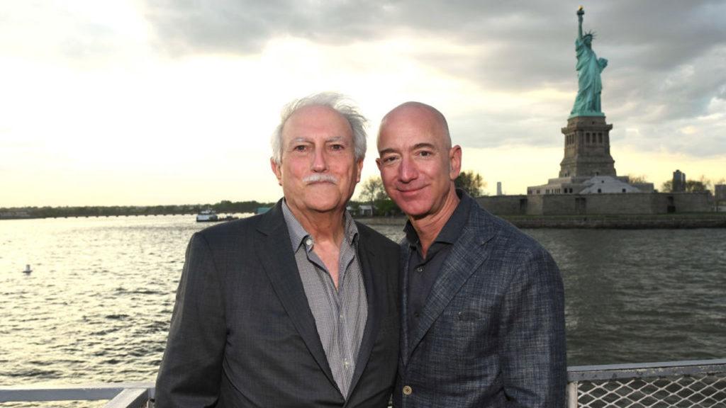 Miguel Bezos y Jeff Bezos