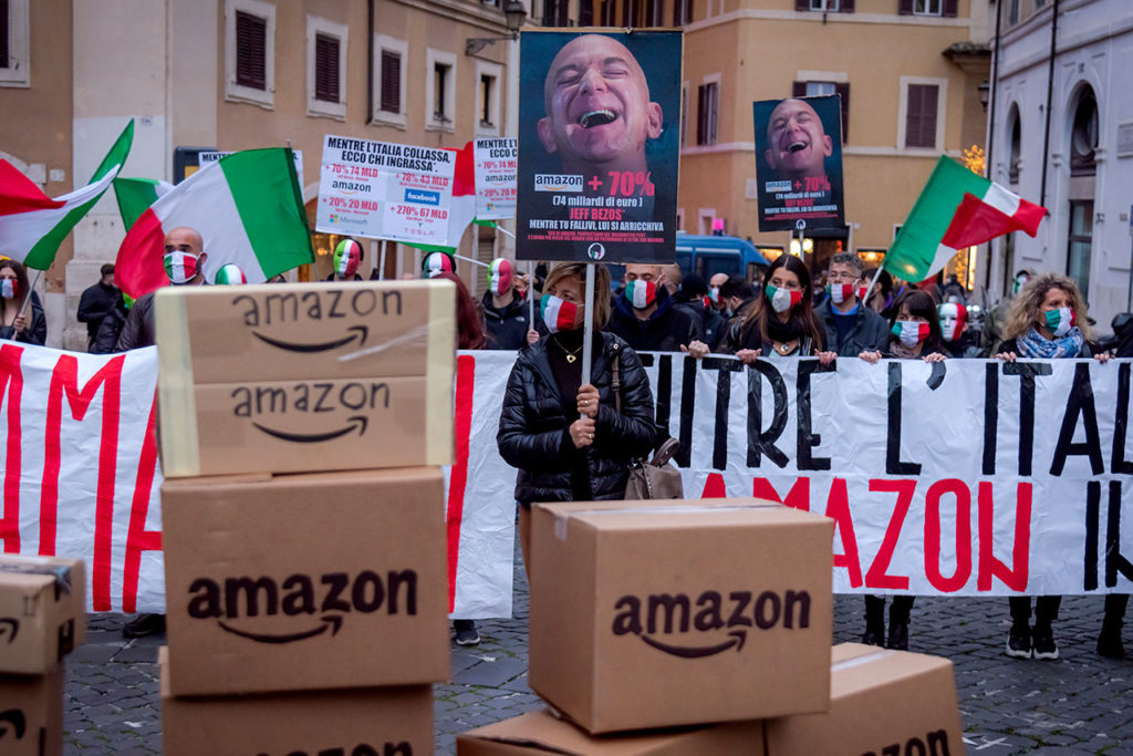 """Christmas Without Amazon"" Protesta In Roma"