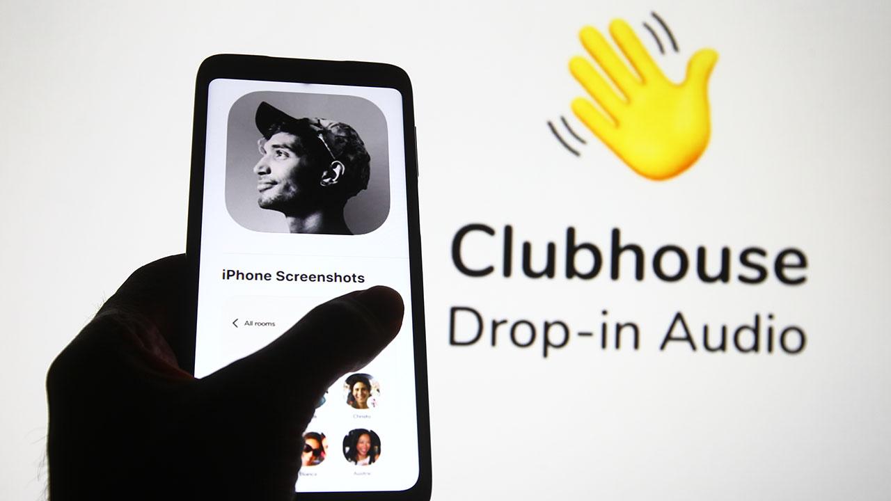 ¿Qué es Clubhouse y por qué Elon Musk y Putin están hablando de esta app?