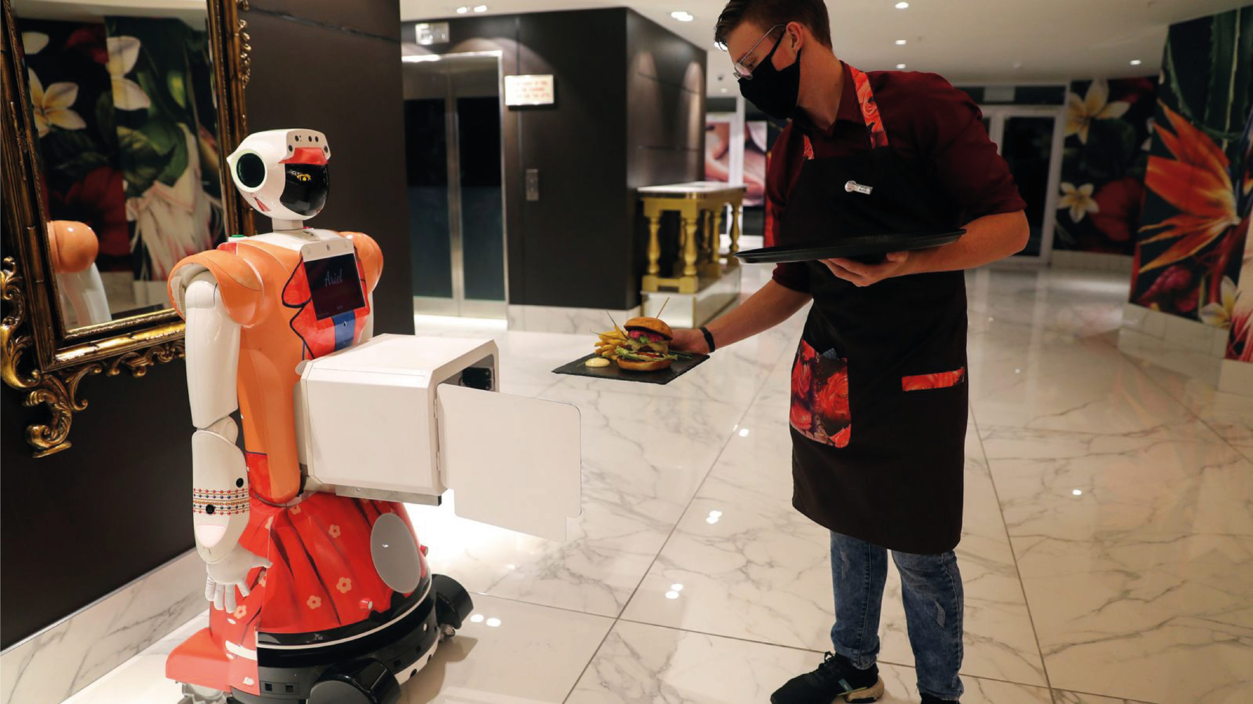 Hotel sudafricano recurre a robots en tiempos de pandemia