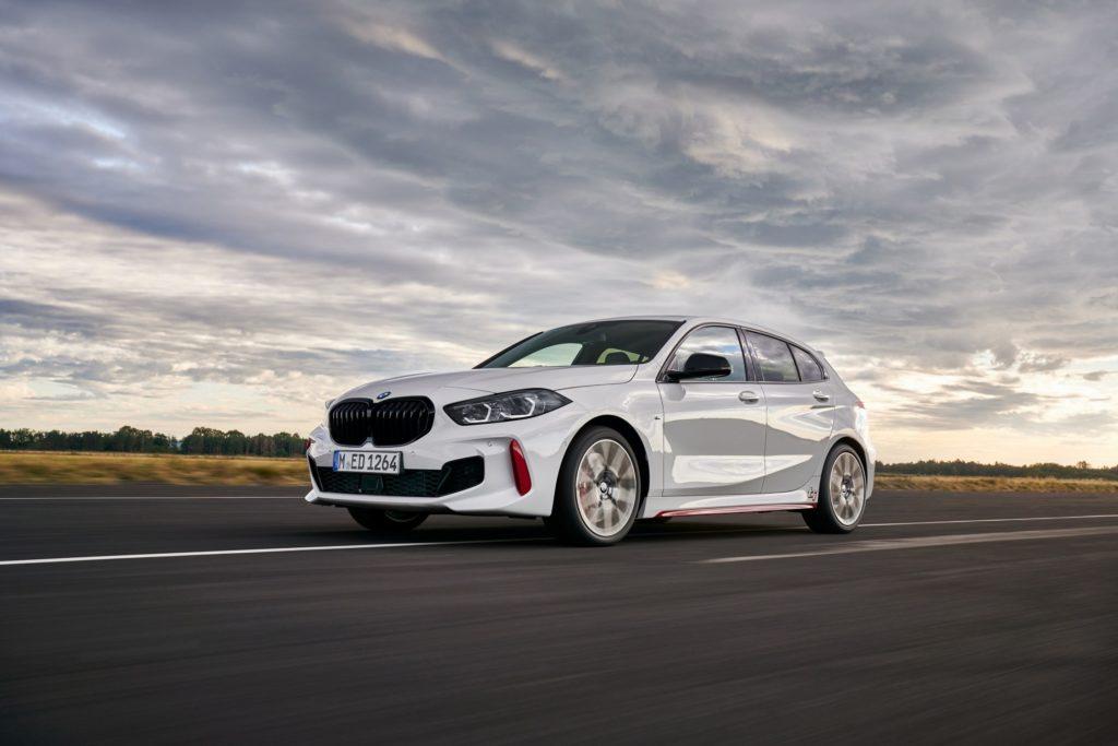 auto en color blanco de BMW
