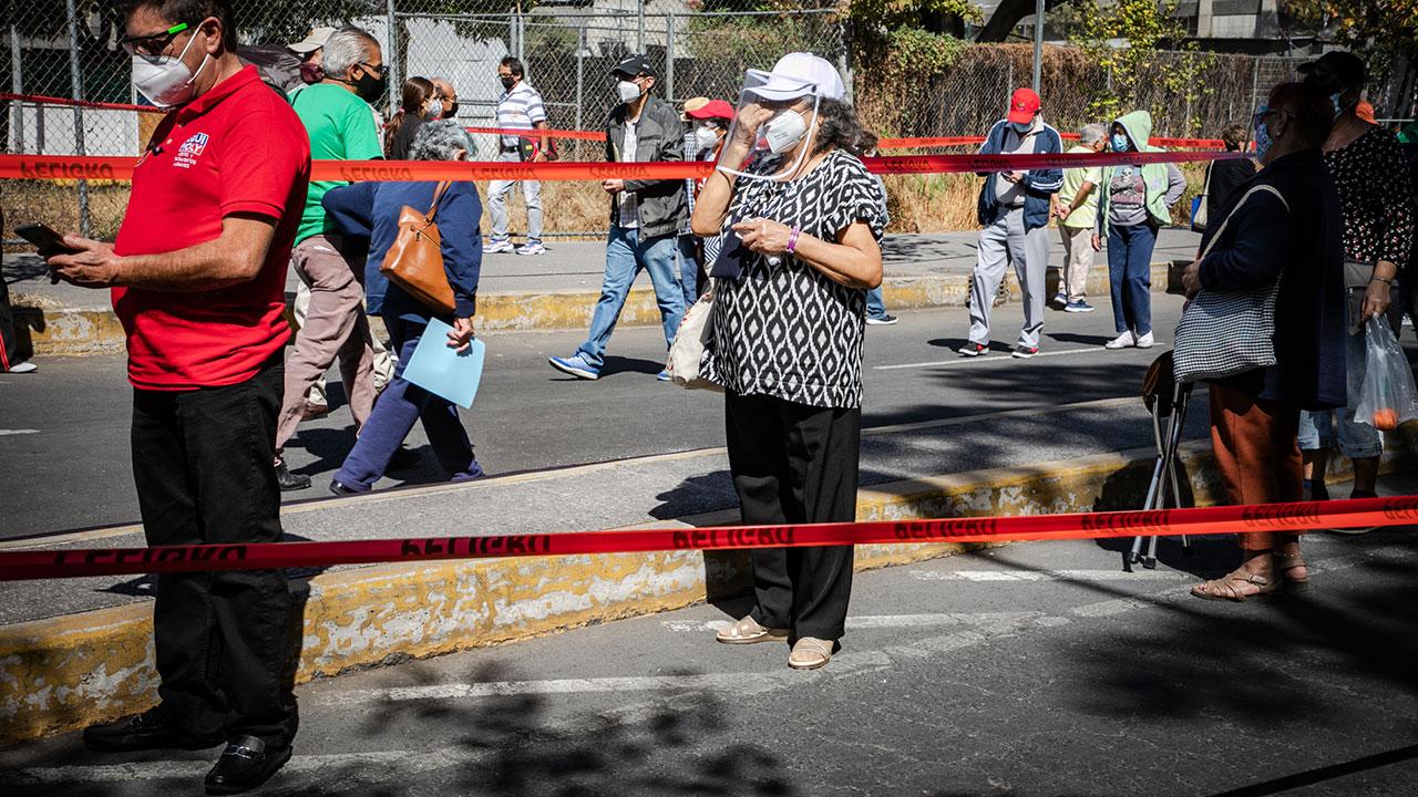 CDMX seguirá en semáforo naranja; ocupación hospitalaria baja a 53.2%