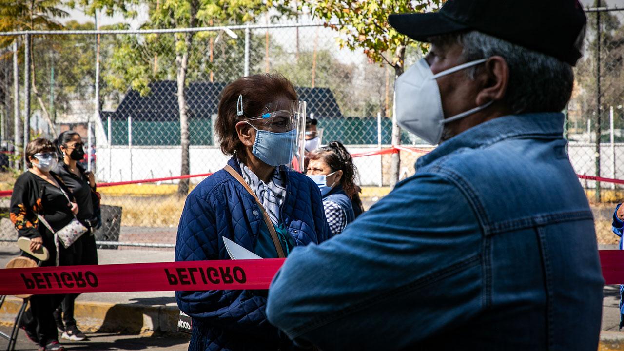 Salud reporta 182,815 muertes acumuladas por Covid-19 en México