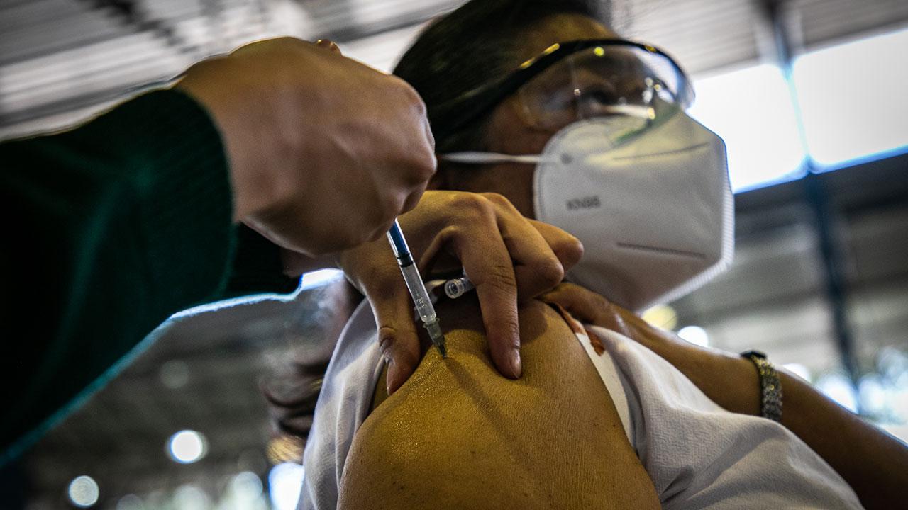 Descenso de Covid-19 comenzará cuando 50% de la población esté vacunada: OMS
