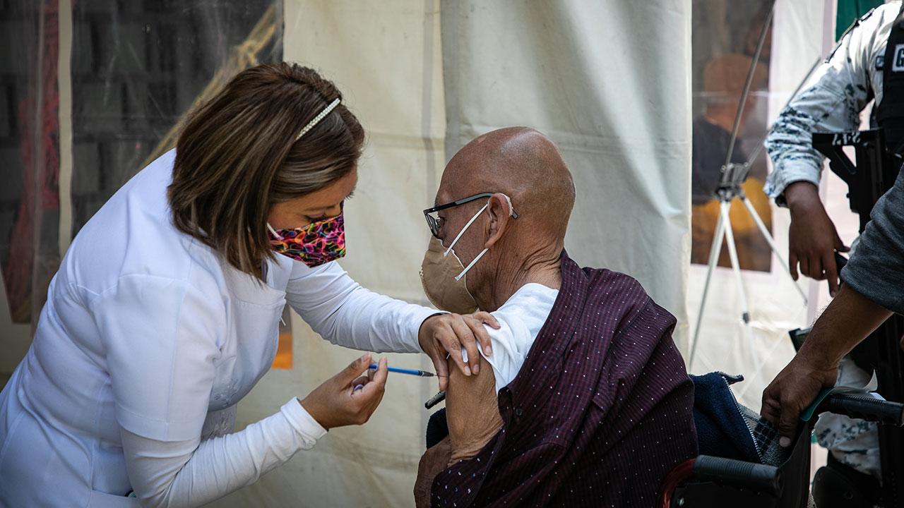 Tras Semana Santa, CDMX aumenta pruebas y acelera vacunación para frenar Covid-19