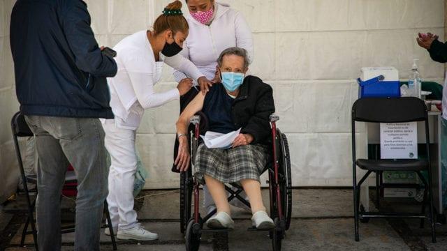Vacunacion Covid19 adultos mayores 15