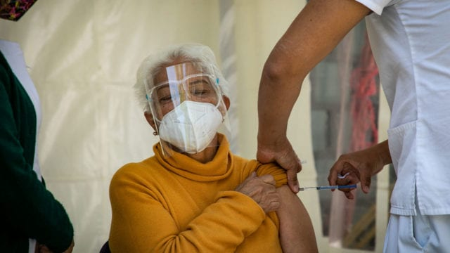 Vacunacion Covid19 adultos mayores 8
