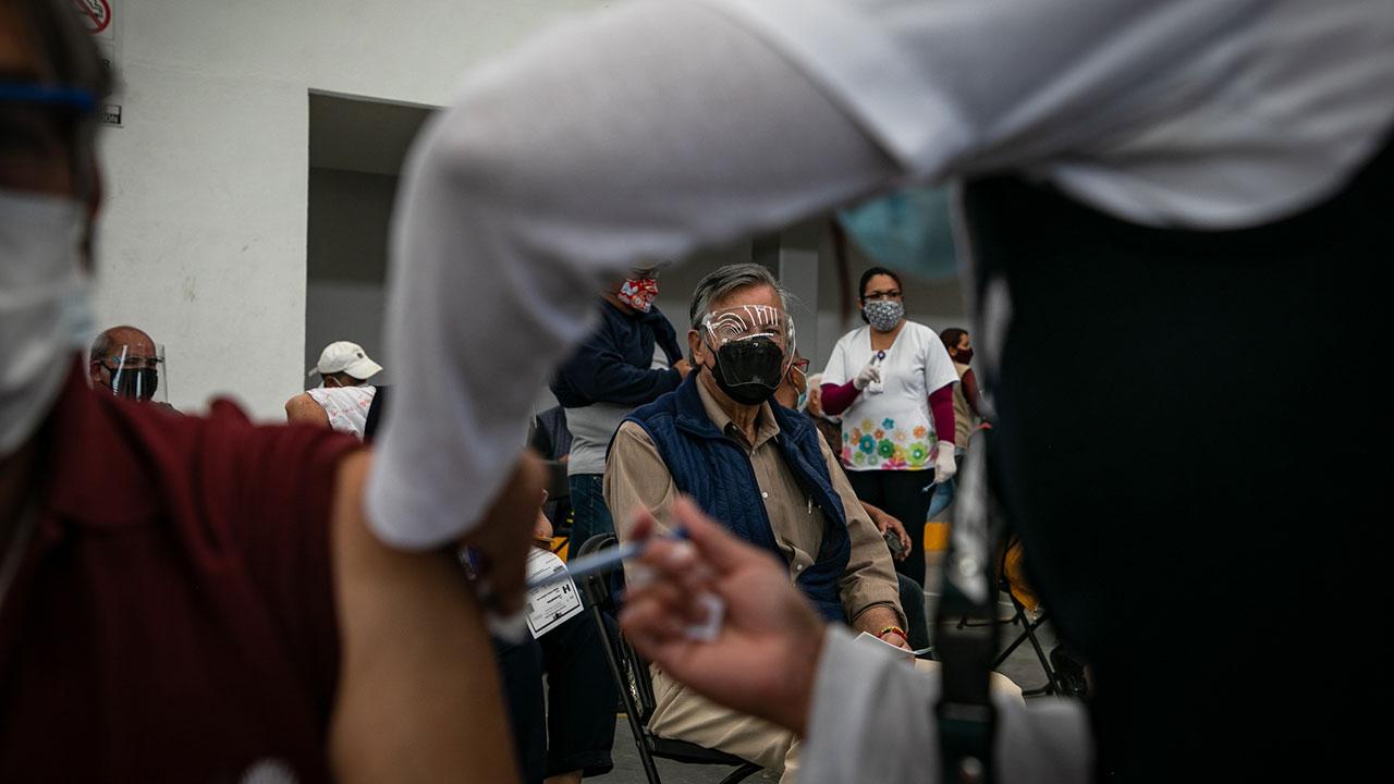 Confusión y desinformación, así comienza la vacunación contra Covid-19 en Ecatepec