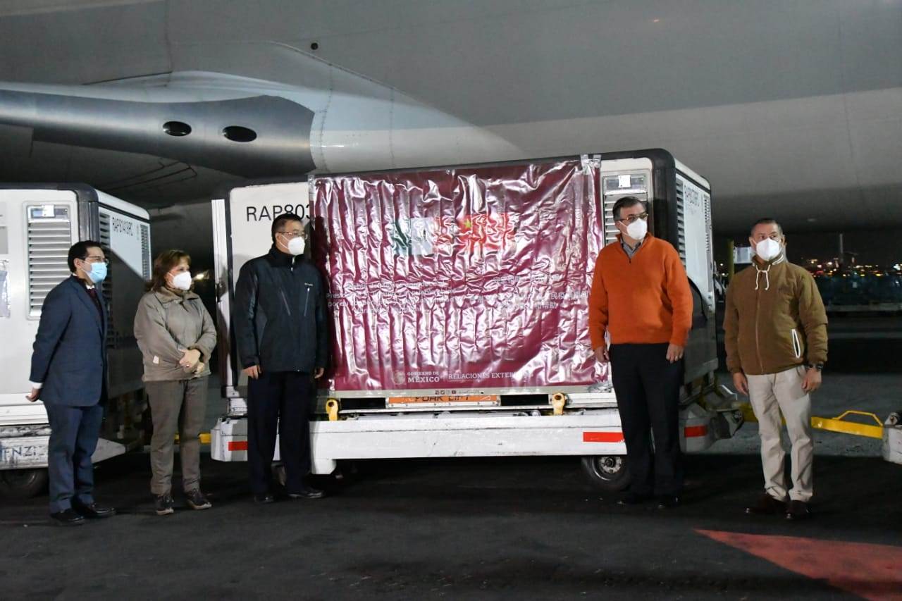 Llega a México 800 mil vacunas chinas contra Covid-19