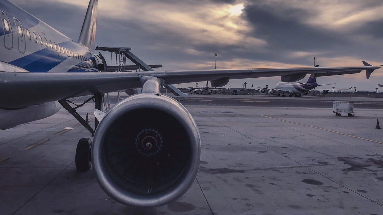 Industria de transporte aéreo estará en números rojos todo 2021, prevé el sector