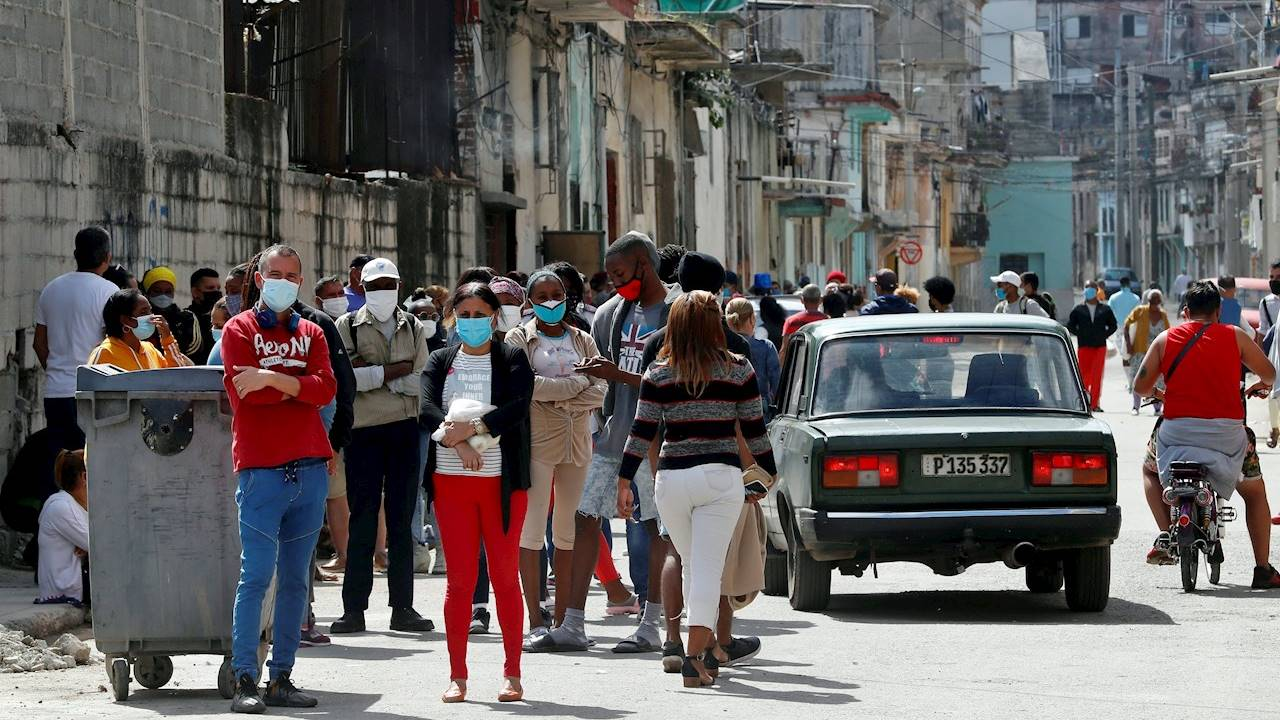 Cuba elimina la lista de trabajos permitidos en empresas privadas