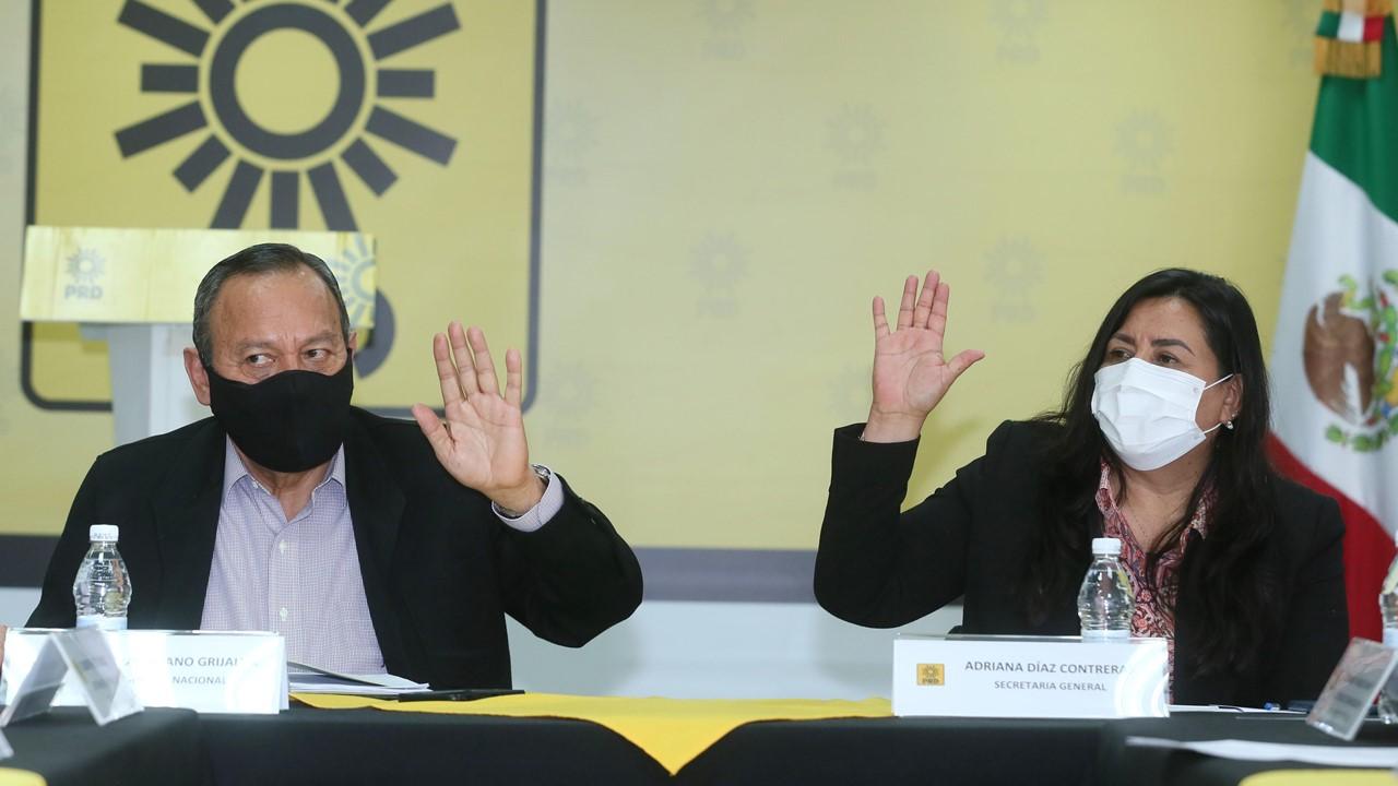 PRD postula a priistas y panistas como candidatos de 'Va por México'