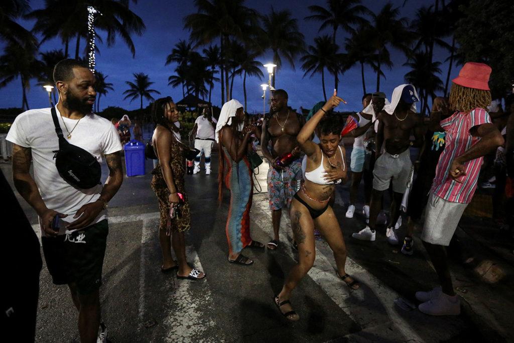 Estados Unidos Covid-19 Curfew imposed on spring break festivities in Miami Beach