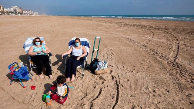 España Covid-19 Obligatorio el uso de mascarillas en la playas