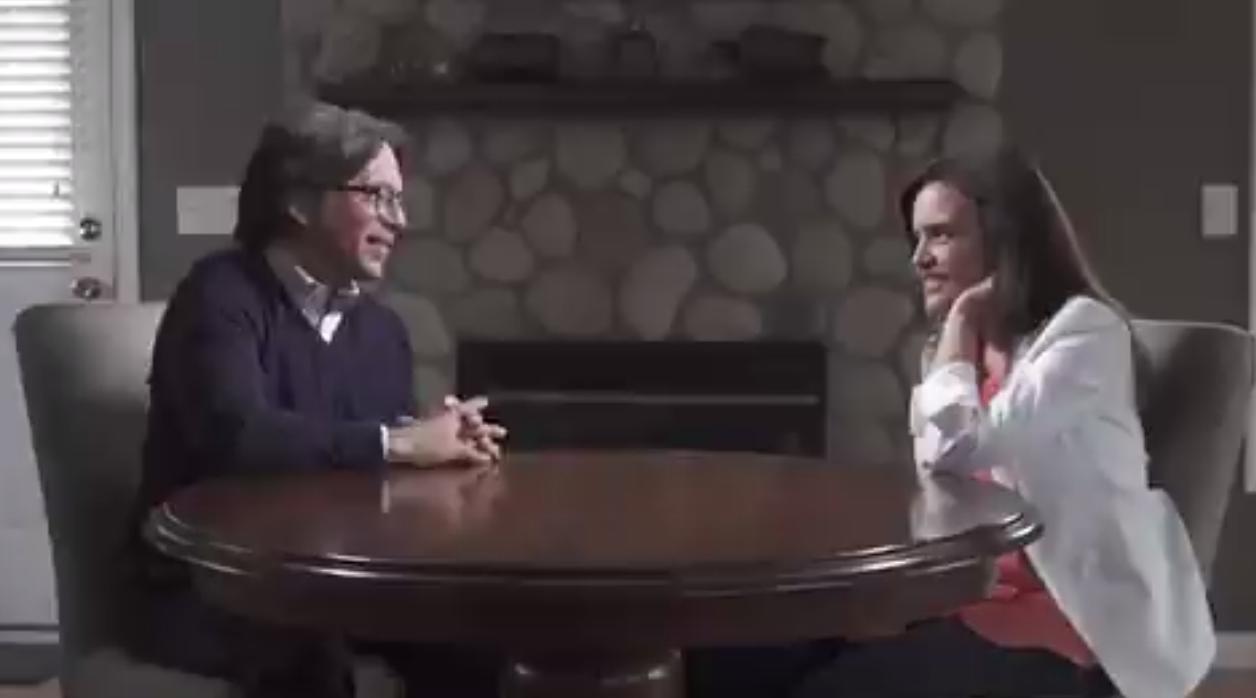 Difunden video de Clara Luz Flores junto a líder de NXIVM