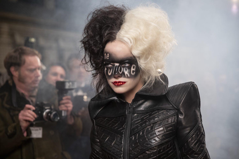 Disney revela nuevas imágenes de Emma Stone como 'Cruella'