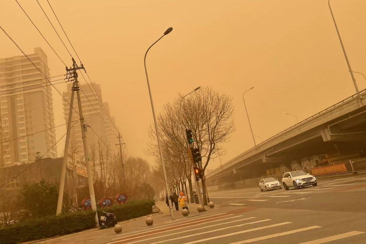 Pekín, China, envuelta en su peor tormenta de arena en una década