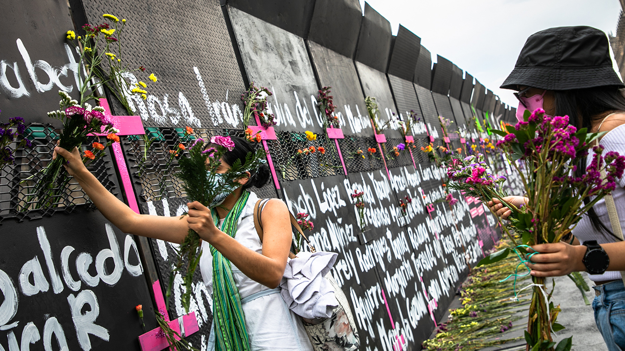 Muro en Palacio Nacional se iba a quedar una semana, pero lo destruyeron: AMLO