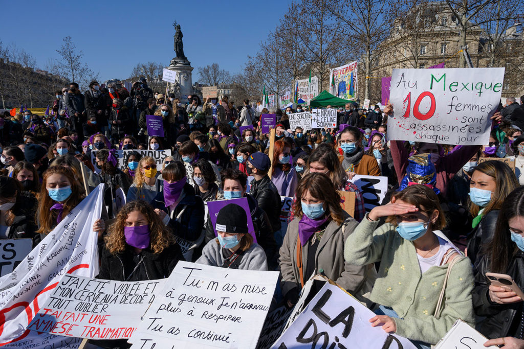 Mujeres The march against inequality, discrimination and sexual violence in Paris