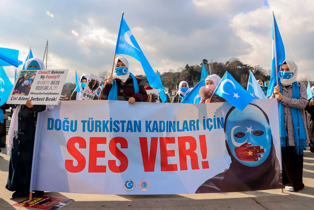 Mujeres Uighur Turks stage protest in Istanbul