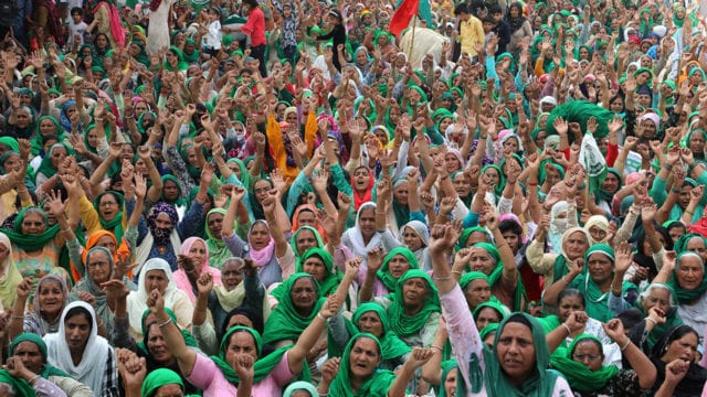 Mujeres India women farmers from Haryana and Punjab seen seated on