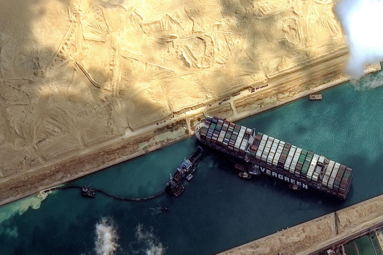 Canal de Suez dice que el rezago termina, días después de liberación del Ever Given
