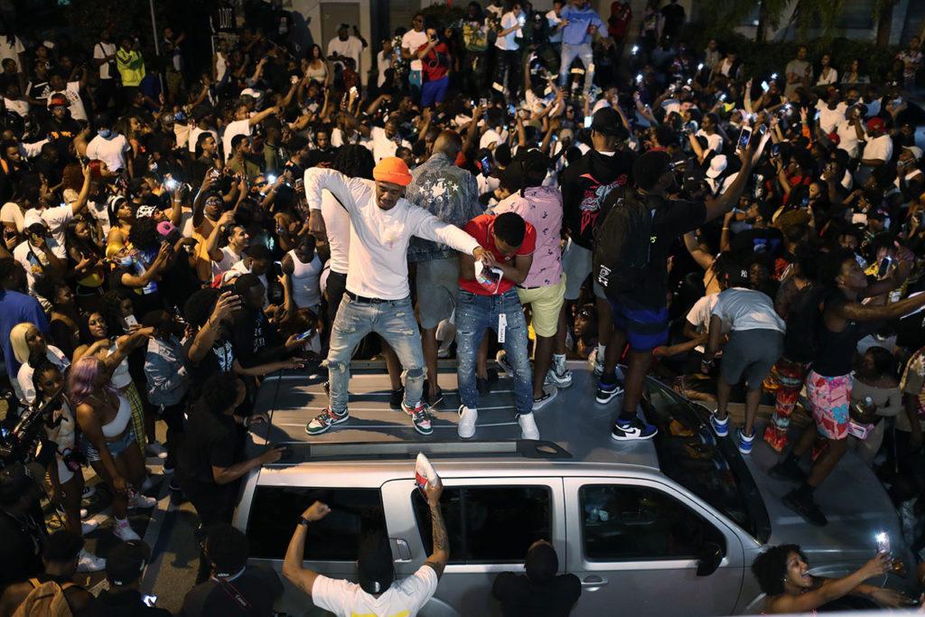 Estados Unidos Covid-19 Miami Beach Declares Curfew As Spring Break Crowds Grow