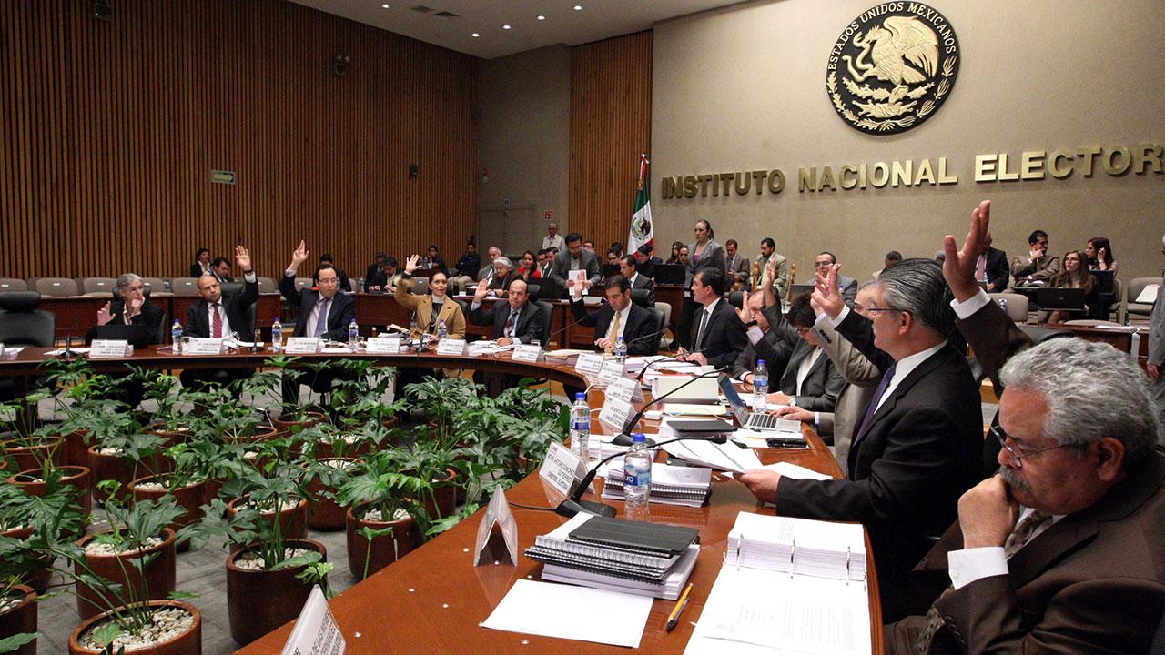 Valido cuestionar decisiones del INE, mas no su credibilidad: expertos