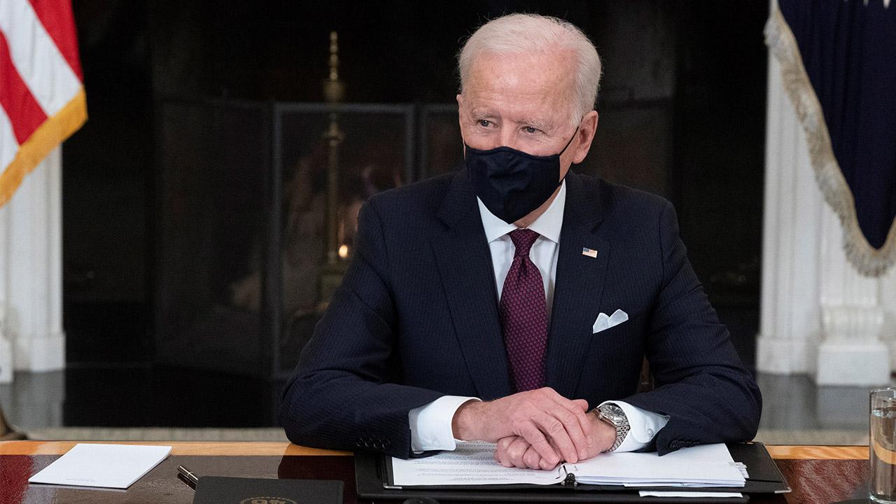 Senado de EU aprueba plan de alivio contra Covid de Biden