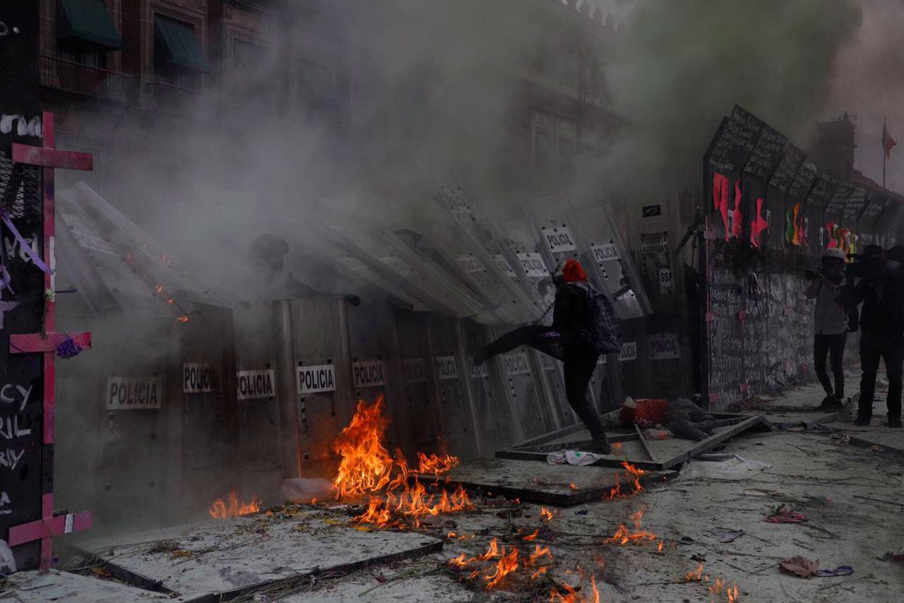 Hartas de agresiones, mujeres protestan en el 8M en la CDMX