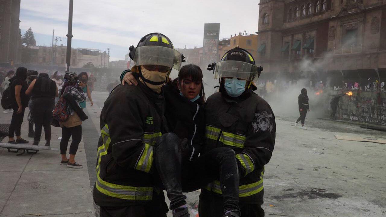Sheinbaum niega uso de gas lacrimógeno durante manifestaciones del 8M