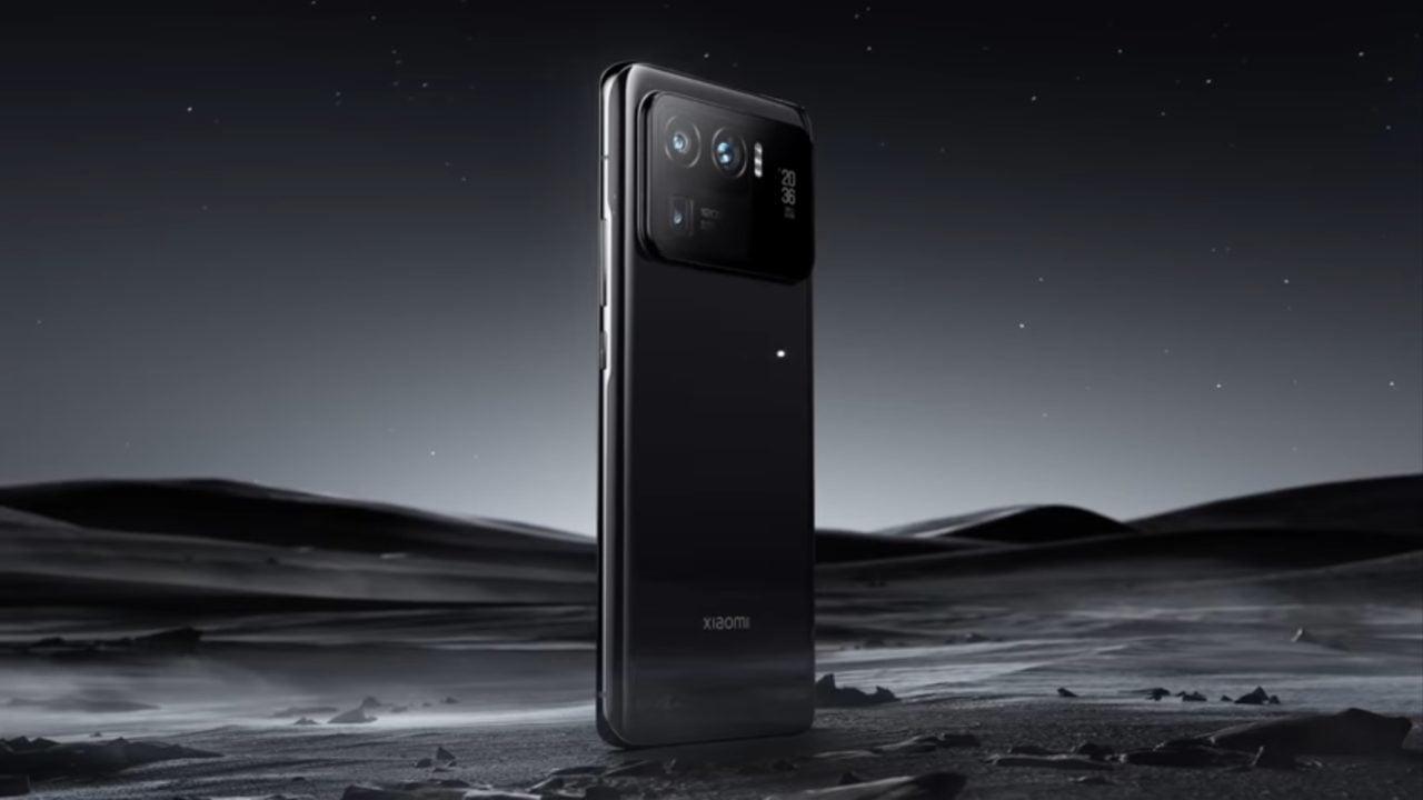 Este smartphone apuesta por una pantalla trasera de 1.1 pulgadas