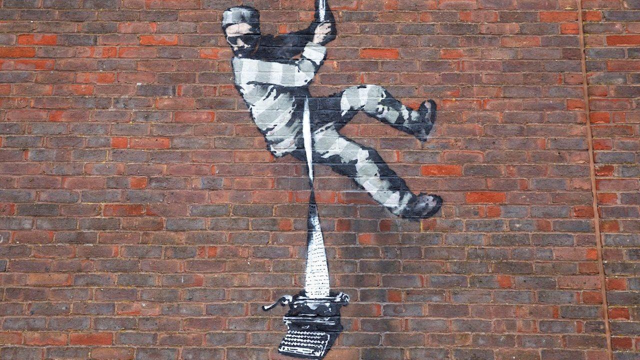 Banksy confirma autoría de pintura en muro de prisión inglesa