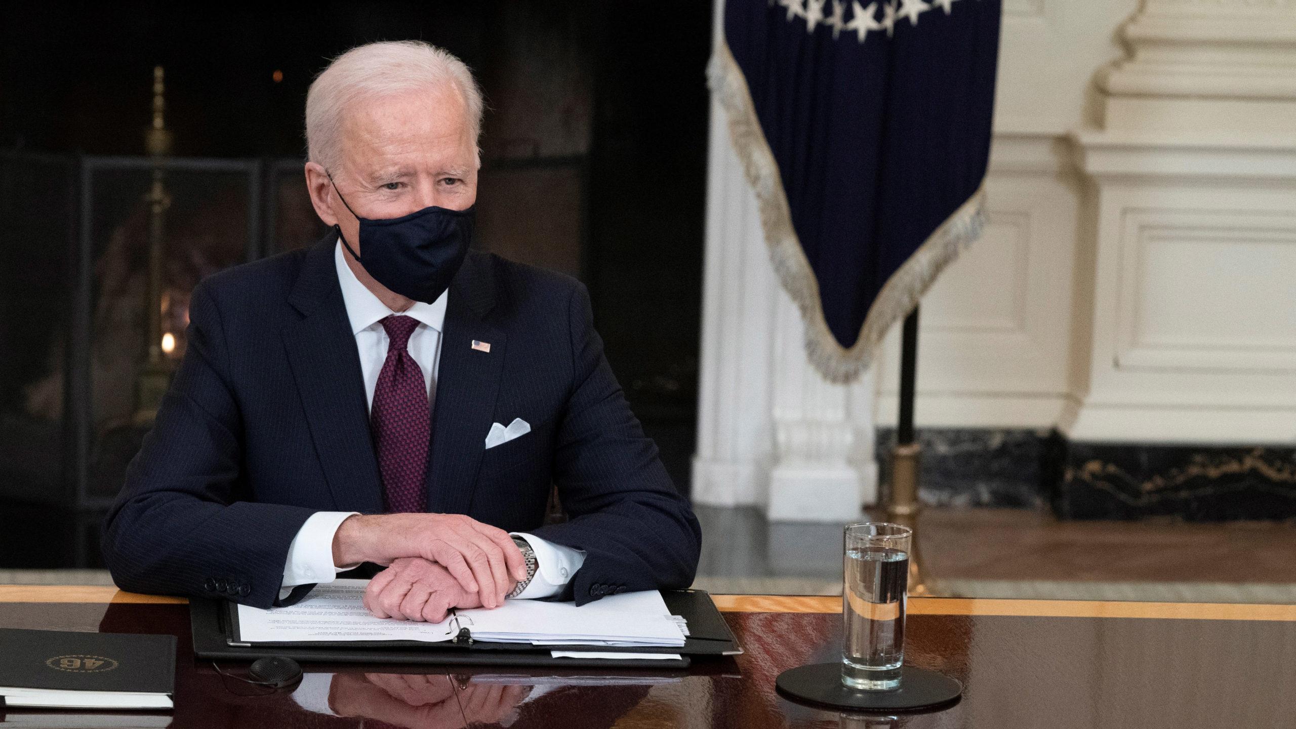 Biden incorpora a académico de Columbia como asesor en temas de empresas tecnológicas